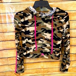 Feathers New super soft cropped camo top